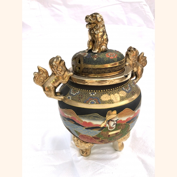Absolutely stunning decorative bowl with gold elements