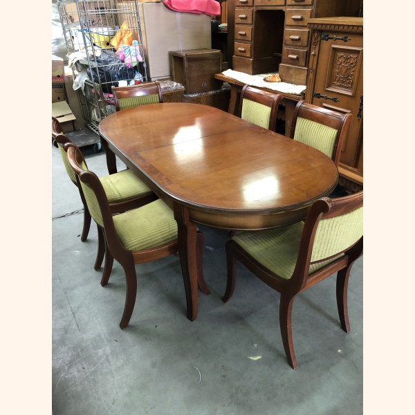 Impressive 100% oak table with 6 green velours chairs