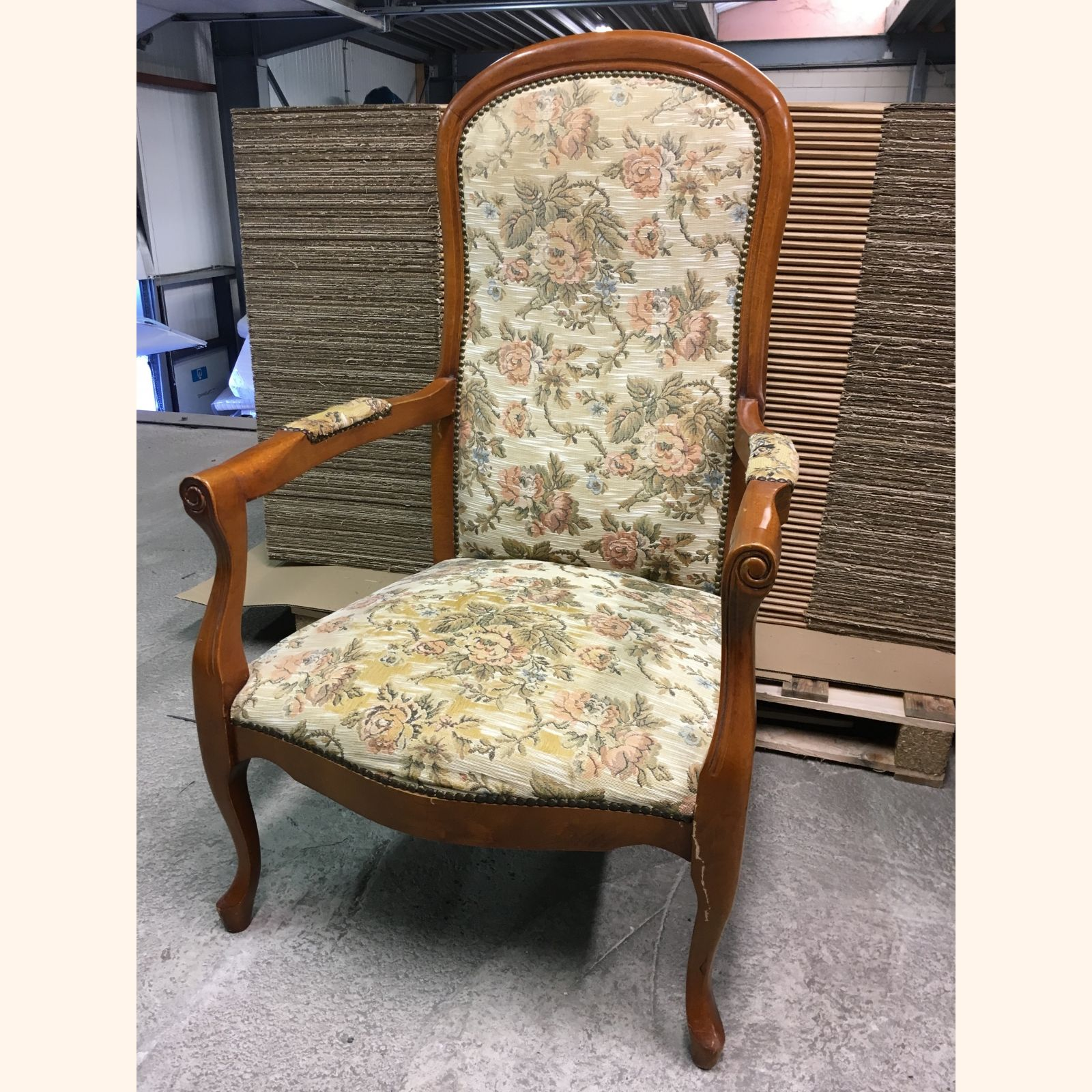 Queen Anne Living Room Chair